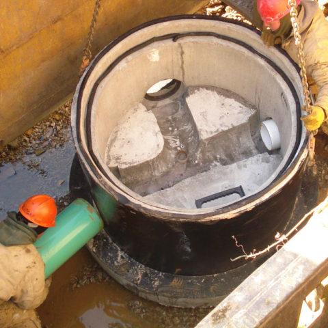 Econoseal in manhole